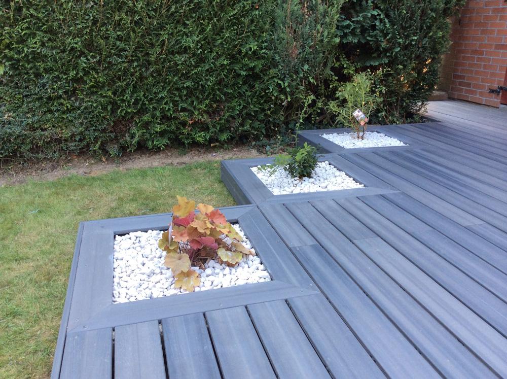 terrasse bois avec jardiniere l 39 atelier des fleurs. Black Bedroom Furniture Sets. Home Design Ideas