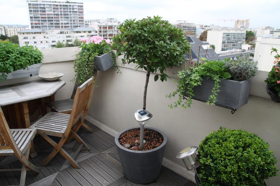 D coration balcon d appartement l 39 atelier des fleurs for Decoration balcon d appartement