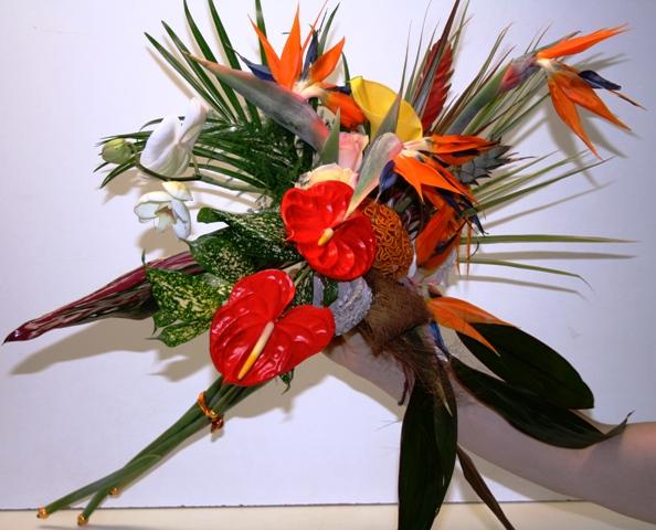 une bouquet de mari e fleurs exotiques ici l 39 atelier des fleurs. Black Bedroom Furniture Sets. Home Design Ideas
