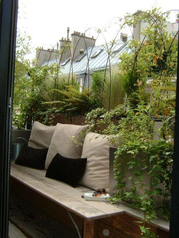 comment am nager un balcon troit l 39 atelier des fleurs. Black Bedroom Furniture Sets. Home Design Ideas